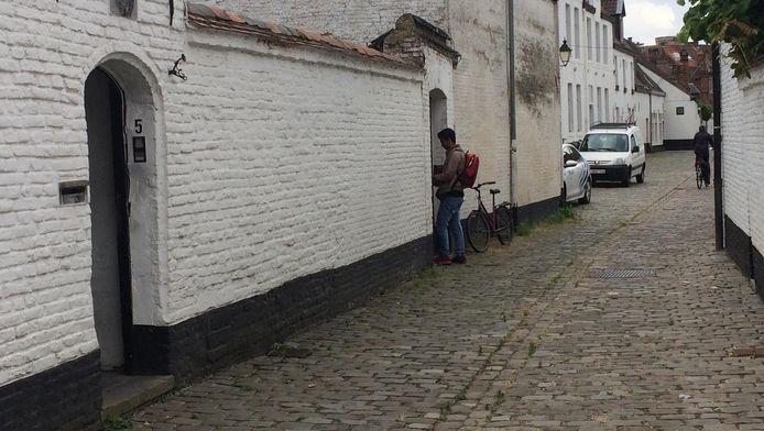 Het gekraakte pand in de Provenierstersstraat in Gent.