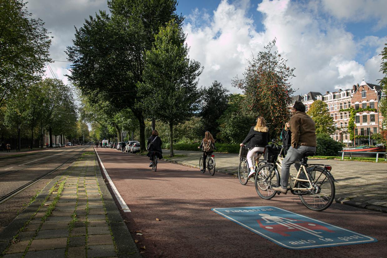Op het grootste deel van de Sarphatistraat zijn fietsers sinds enige jaren de baas.