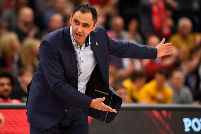 Coach Dario Gjergja.