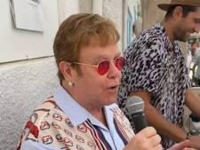 Elton John improvise un concert dans un restaurant à Cannes