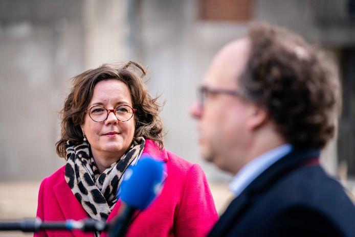 De nieuwe verkenners Tamara van Ark en Wouter Koolmees arriveren op het Binnenhof.