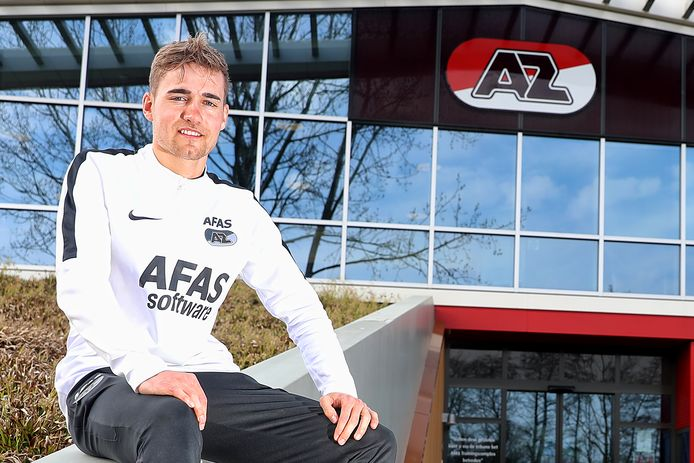 Tim van der Meulen op het trainingscomplex van AZ. De voetballer van Bennekom werkt bij de Alkmaarse profclub als conditietrainer.