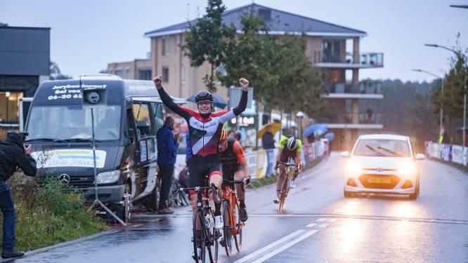 Remco Schouten wint natte Ronde van Hoogerheide en nadert klassementsleider Rico van Damme
