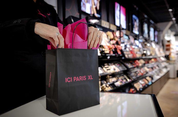 De dief sloeg telkens toe in filialen van Ici Paris XL.