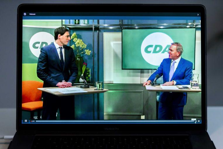 Lijsttrekker Wopke Hoekstra en partijvoorzitter Rutger Ploum tijdens het digitale CDA-verkiezingscongres. Het CDA moest het onlinecongres een week eerder voortijdig stopzetten door aanhoudende technische problemen.  Beeld ANP
