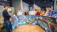 Kwetsbare jongeren maken graffitikunstwerk van 6 meter voor Ibis Hotel