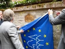 Engelse familie schenkt Oisterwijk plaquette die aan synagoge in de Jodenkerksteeg herinnert