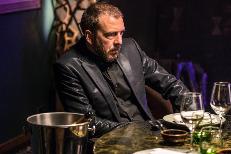 Sebastien Dewaele speelt een wapenhandelaar in 'Undercover'. 'Elke rol die ik speel vertrekt uit mezelf. En dan komt het er op aan bepaalde dingen te accentueren.' Beeld VRT