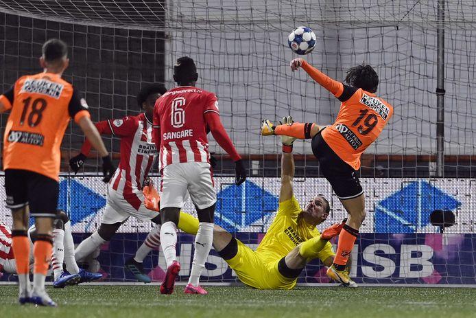 Lars Unnerstall voorkwam met een handvol reddingen in de eerste helft een doelpunt voor FC Volendam.