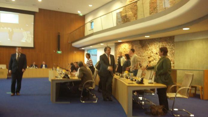 Commissaris van de Koning Wim van de Donk maakt kennis met de gemeenteraadsleden van Den Bosch.