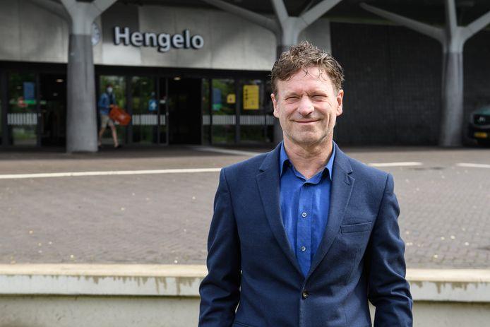 Herbert Capelle blijft in de Hengelose gemeenteraad 'lid Capelle'. Zijn stelling dat hij het enige ware lid van de fractie Pro Hengelo is, mist volgens burgemeester Schelberg elke grond.
