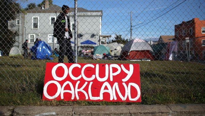 In een van deze tentjes werd 'Occupy my Troath' gefilmd.