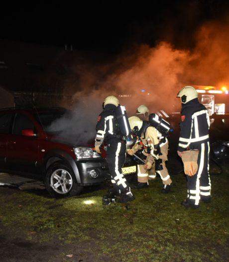 Autobrand aan Giervalk in Almelo lijkt aangestoken