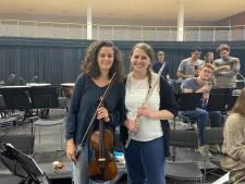 Na weken van voorbereiding mogen Tess (22) en Eline (26) eindelijk het podium op