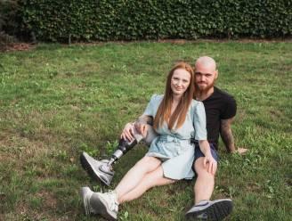 """Anderhalf jaar na hun verschrikkelijk motorongeval staan Lola (19) en Niels (25) er weer: """"Een amputatie houdt onze dromen niet tegen"""""""