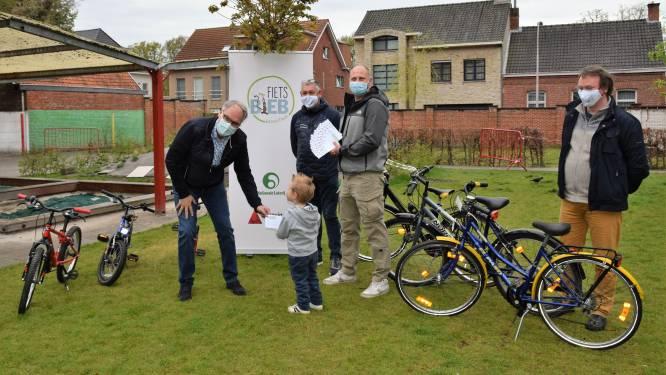 Wijkvereniging Hoge Akkerbloei schenkt fietscheques