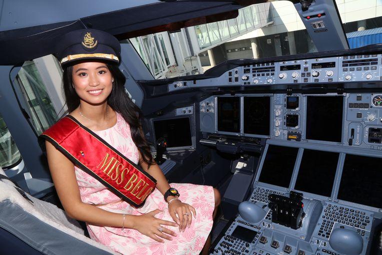 Miss België Angeline Flor Pua (23) is eindelijk lijnpilote, ook al moest ze daarvoor soms na amper vijf uur slaap naar school.