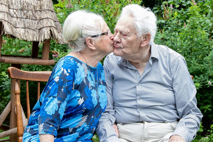 Corrie en Loek Kraamer-De Vries vierden maandag hun diamanten huwelijk.