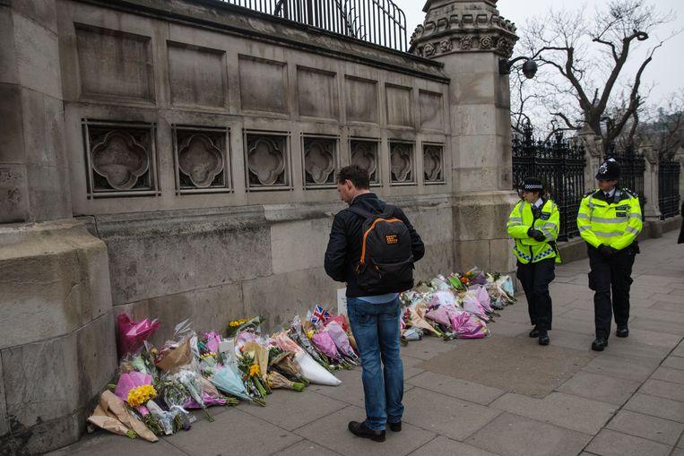 Bloemen aan het Brits parlement.  Beeld Getty Images