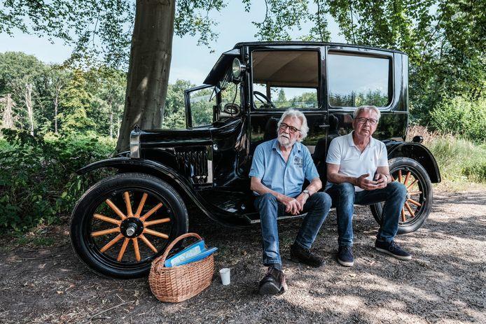 Hans Jurriëns (l) met Peter op weg naar Borculo.