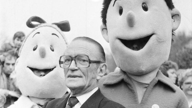 Wijlen Willy Vandersteen met levensgrote poppen van Suske en Wiske.