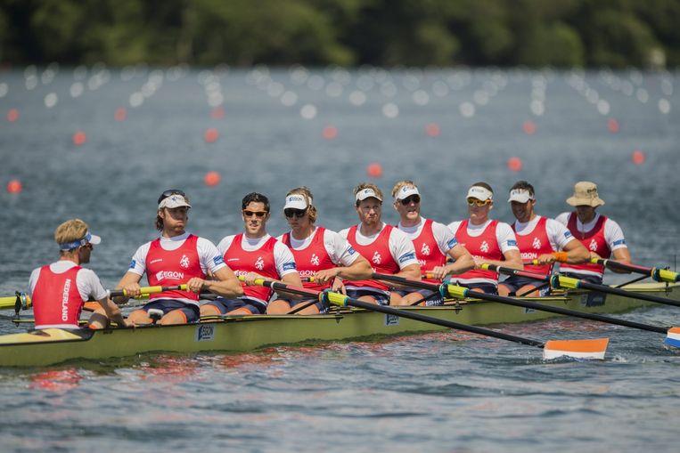 De mannen Holland Acht met uiterst links in de boot Peter Wiersum. Beeld anp