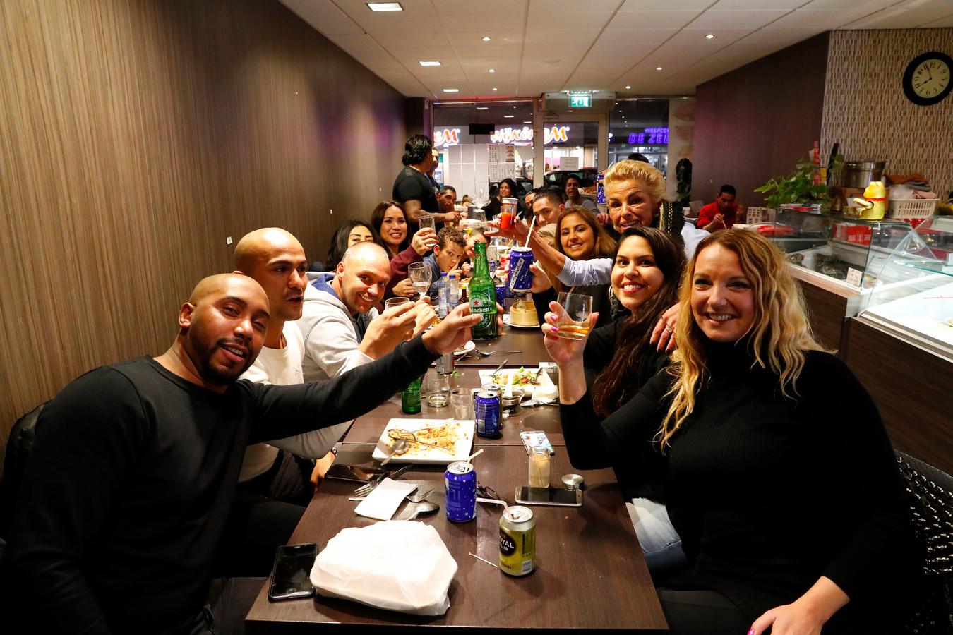 Kam Po in Eindhoven lijkt wel een beetje op een cafetaria.