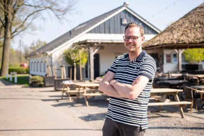 Eigenaar Rien Mol van Landgoed Het Rheins denkt dat 'noaberschop' een van de redenen is dat zijn terras door het publiek is verkozen tot het mooiste van Nederland.