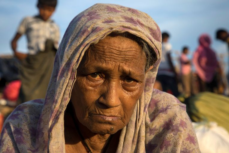 Mayina Khatun, 80, suffers from depression and fatigue from her difficult journey from Myanmar one week ago September 25, 2017 in Thainkhali camp, Cox's Bazar, Bangladesh.  Beeld Getty Images