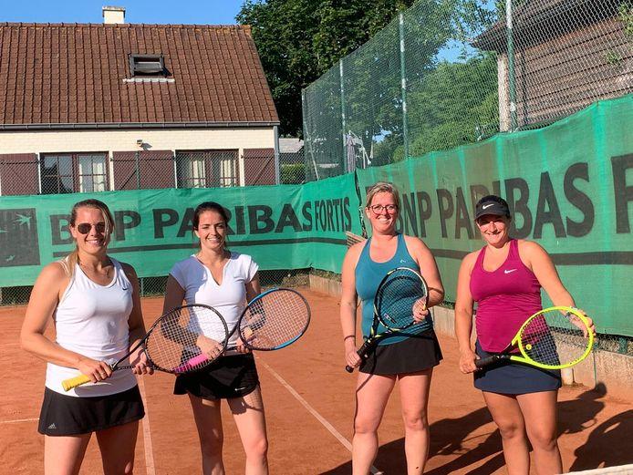 De halve finalisten dubbel vrouwen 60 punten op TC Tip Top:  Joke Meheus en Julie Demerre (links) wonnen van Heleen Debehets en Kelly Degrande (rechts).