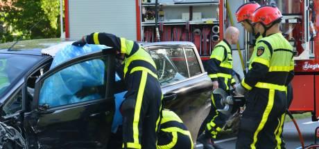 Vrouw bekneld na aanrijding met auto in Breda