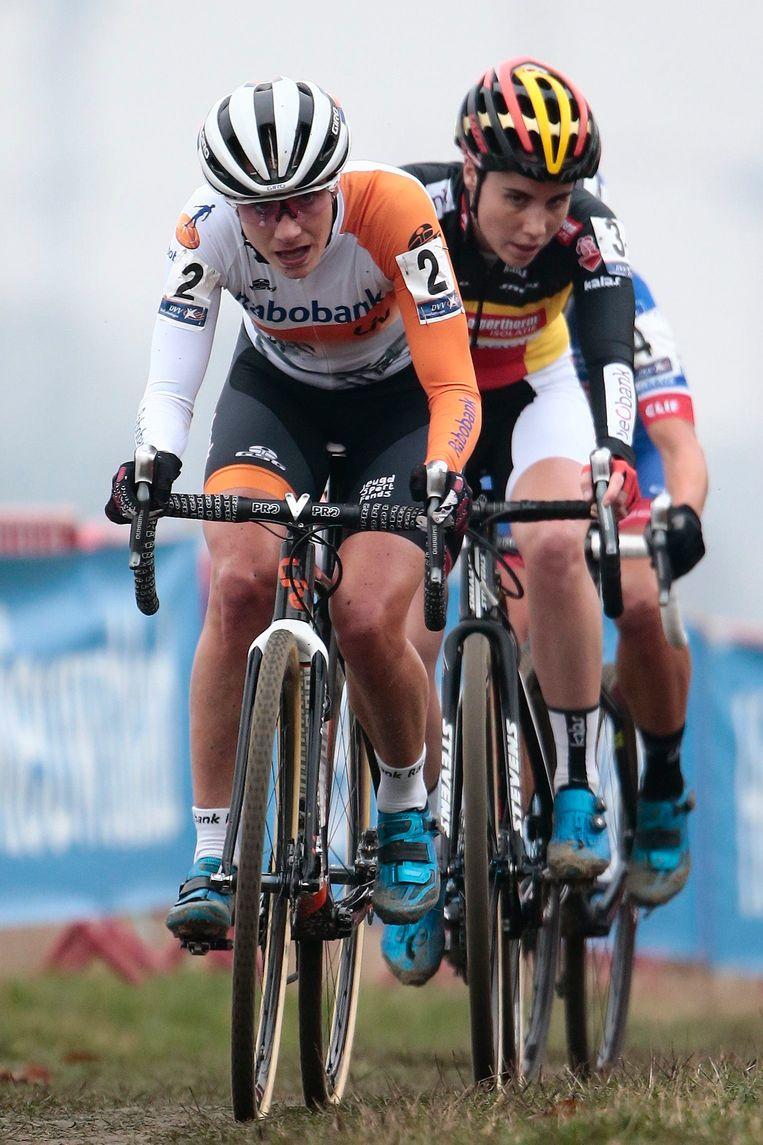 Marianne Vos nam een blitzstart in haar eerste cross sinds haar bronzen medaille op het WK in Tabor, op 31 januari 2015 Beeld Photo News
