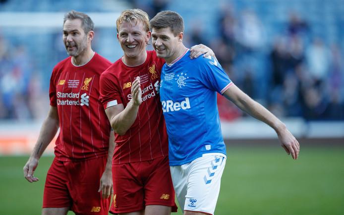 Kuyt (l), met naast hem Gerrard.