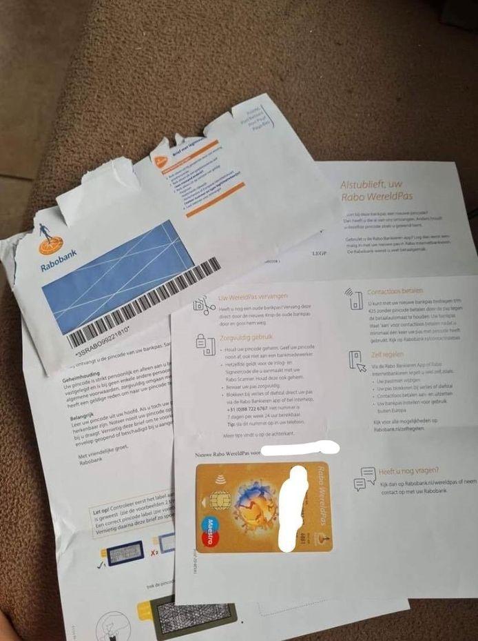 De politie Barneveld waarschuwde voor een gewiekste oplichtingstruc met bankpassen.