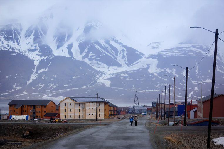 In de hoofdstad Longyearbyen waren de voorbije zestien maanden telkens de warmste ooit gemeten. Beeld NYT