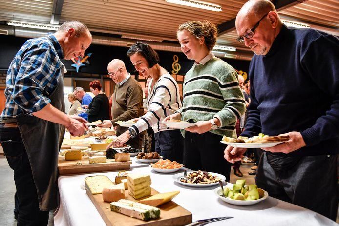 Meer dan 140 kaas- en wijnliefhebbers zakten af naar Centrum De Mespel.
