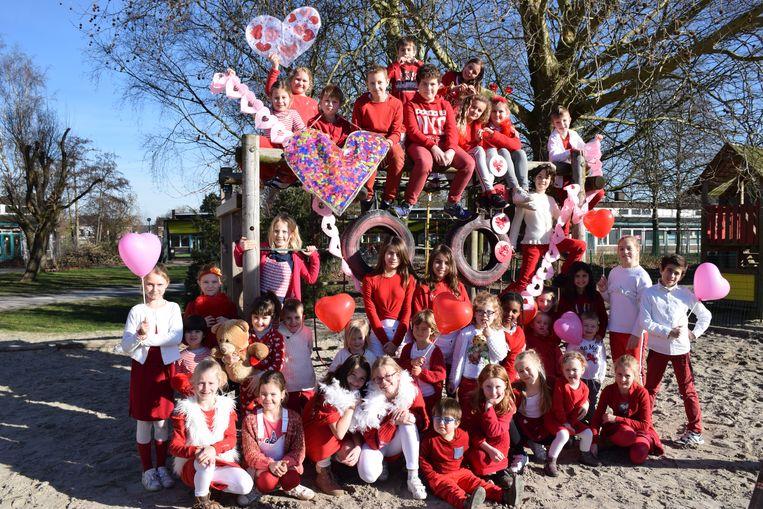 De leerlingen van Kiliaan kwamen in een rode en witte tenue naar school vandaag