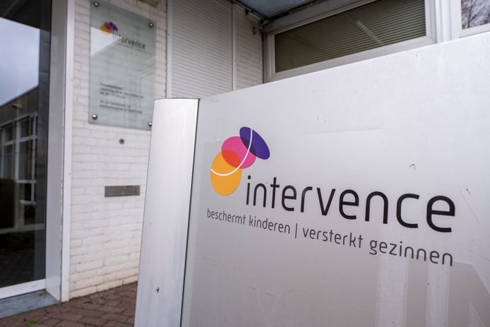 De ingang van het kantoor van Intervence in Middelburg.