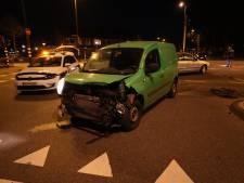 Twee auto's botsen op kruising Noord-Brabantlaan en Zeelsterstraat in Eindhoven
