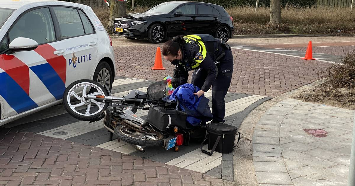 Ernstig ongeluk in Nijkerk: snorfietser zwaargewond na botsing met bestelbus.