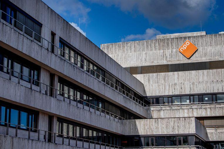 Het gebouw van de NPO op het mediapark in Hilversum. Beeld Hollandse Hoogte / Robin Utrecht