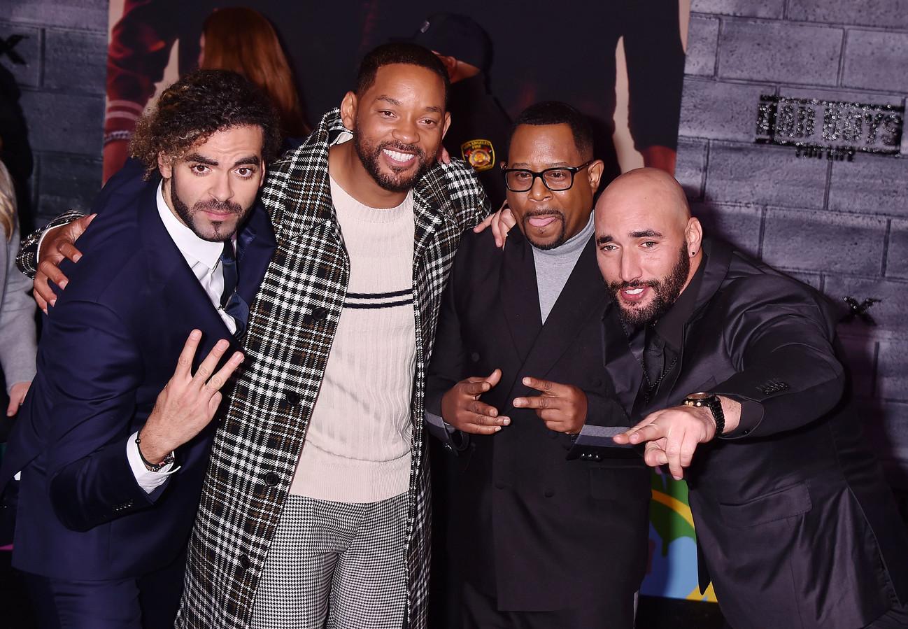 Adil (links) en Bilall (rechts) met hoofdrolspelers Will Smith en Martin Lawrence.