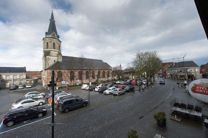 Onze-Lieve-Vrouw-en-Sint-Leodegariuskerk in het centrum van Bornem