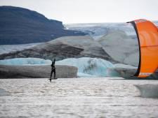 Kitesurfen in een vulkaankrater, Roderick (28) deed het: 'Het meest bijzondere wat ik ooit gedaan heb'