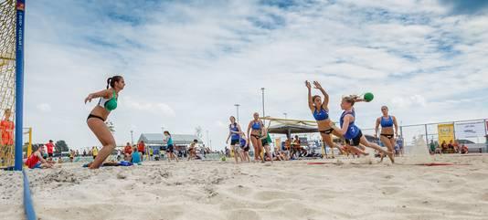 Het Camelot Beachtournament in 2015, gehouden op sportpark de Contreie in Oosterhout.