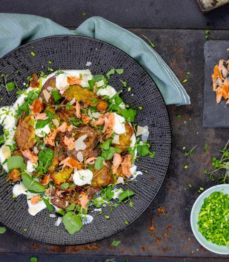 Wat Eten We Vandaag: Knapperige aardappelsalade met gerookte zalm