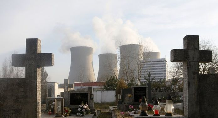 Grafzerken voor een nucleaire site in Tsjechië. De Tsjechen zouden hun kerncentrales nog willen behouden, de Duitsers willen ervan af.