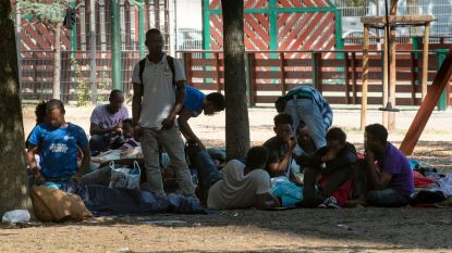 """Politie telt dagelijks tot 700 migranten in Maximiliaanpark: """"We staan waar we een jaar geleden stonden"""""""
