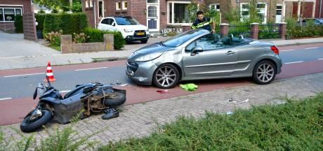 Bestuurder scooter zwaargewond na aanrijding, traumaheli landt in weiland langs A12