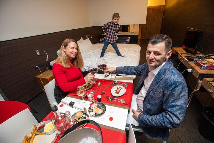 Bij Different Hotels waren het voorbije weekend zo goed als alle 400 kamers geboekt. Met dank aan Valentijn én hun creatieve aanpak van comfortabel tafelen in de kamer.